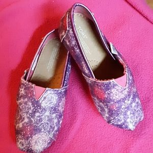 Girl purple and pink toms